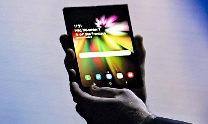 "Samsung จะผลิต ""สมาร์ทโฟนจอพับได้"" อย่างน้อย 1 ล้านเครื่อง"