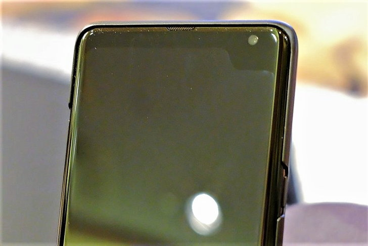Samsung โชว์ตัวอย่างสมาร์ทโฟน 5G พร้อมส่วนเว้าสุดแหวกที่มุมจอ : หรือจะเป็นดีไซน์จอใหม่ในอนาคต