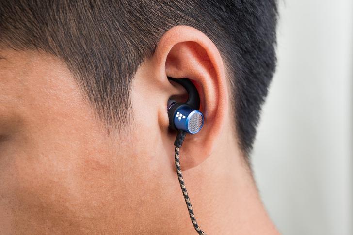 เด็กชายชาวมาเลเซีย เสียชีวิตจากการใช้หูฟังขณะชาร์จแบต!
