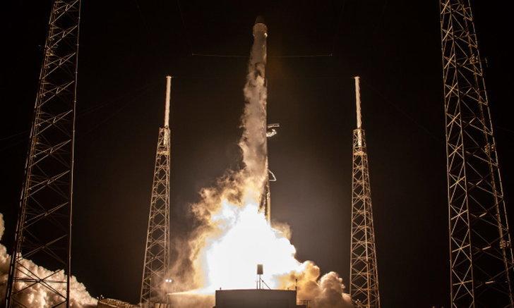 SpaceX ได้ปล่อยดาวเทียม Starlink อีก 60 ดวงหนึ่งในนั้นมี VisorSat ลดแสงสว่างยามค่ำคืน