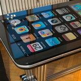 iPhone ยักษ์จอ 58 นิ้ว