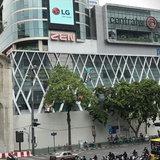 สถานที่ก่อสร้าง  Apple Store บริเวณหน้าห้าง CentralWorld