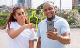 โนเกีย เปิดตัวโทรศัพท์รุ่นใหม่โดยให้ โรแบร์โต้ คาร์ลอส เตะบอลอัดโชว์ความทนทาน