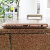 ภาพไอโฟนเป็นรอยจาก  MacRumors