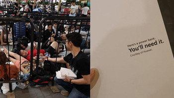 """ร้ายกาจ """"Huawei"""" แจก Power Bank แบบ Super Charge ให้กับคนในคิวรอซื้อ iPhone Xs และ Xs Max"""