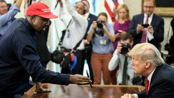 อย่าทำหายก็แล้วกัน! Kanye West ปลดล็อก iPhone X ต่อหน้าสื่อ ด้วยรหัส 000000 ขณะเข้าพบ Donald Trump