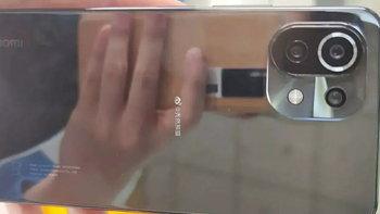 เผยรายละเอียดของ Xiaomi Mi 11 Lite ดีไซน์คล้ายรุ่นบน แต่ได้หน้าจอเรียบ