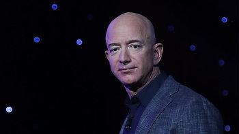 เศรษฐีปริศนาควักกระเป๋า 28 ล้านดอลลาร์ ท่องอวกาศกับ 'เจฟฟ์ เบโซส'