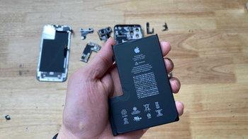เผยภาพข้างในของ iPhone 12 Pro Max พบแบตเตอรี่ทรง L ขนาด 3687 mAh