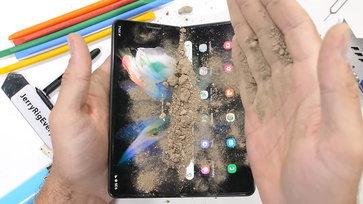 JerryRigEverything จัดหนักนำ Galaxy Z Fold3 ทดสอบแบบถึกๆ พบว่ารอดเกือบทุกเงื่อนไข