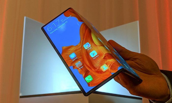 ผู้บริหาร Huawei โชว์ทดสอบสมาร์ตโฟนจอพับได้ Mate X ด้วยความเร็ว 5G