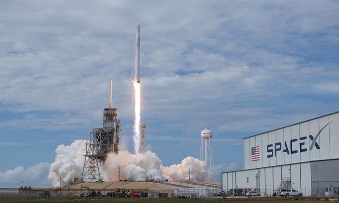 SpaceX ปล่อยดาวเทียม 60 ดวงเพื่อขยายเครือข่ายอินเทอร์เน็ต
