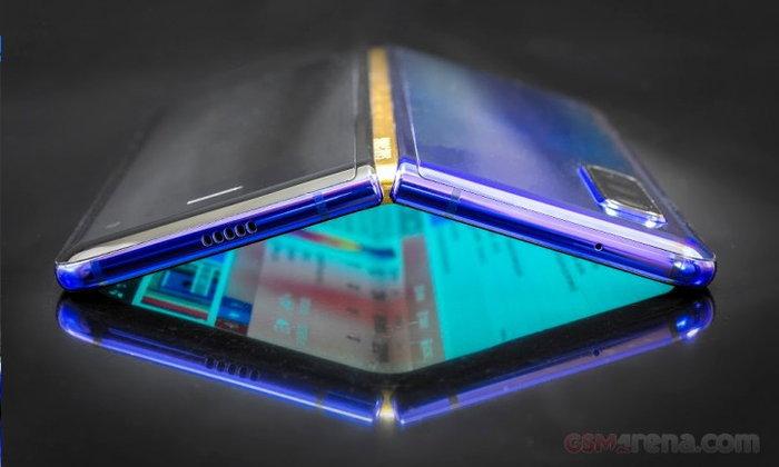 ลือ! สมาร์ตโฟนพับจอได้ Samsung Galaxy Fold 2 จะติดตั้งกล้องภายใต้กระจกหน้าจอ