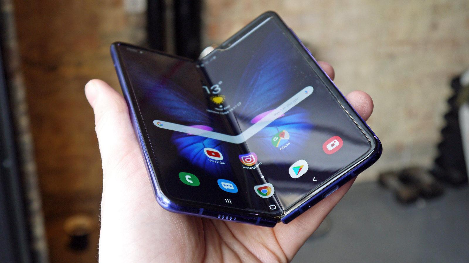 แหล่งข่าววงในเผย Samsung เตรียมปล่อยสมาร์ตโฟนพับจอได้ Galaxy Fold สู่ตลาดเร็วๆ นี้