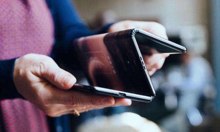 นี่คือสมาร์ตโฟนพับหน้าจอได้ที่ทำเอา Galaxy Fold ดูธรรมดาไปเลย!