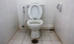 """7 พฤติกรรมใน """"ห้องน้ำ"""" ไม่แนะนำให้คุณทำเด็ดขาด"""
