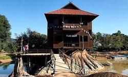 นักท่องเที่ยวแห่ชม 'บ้าน 2 ชั้นหมุนได้ 360 องศา' รองรับแผ่นดินไหวได้ 7 แมกนิจูด