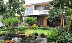 แบบบ้าน 2 ชั้นสไตล์ลอฟท์กลางสวนธรรมชาติ รีโนเวทจากอาคารเก่า