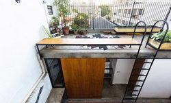 เปลี่ยนห้องอพาร์ตเมนท์แคบๆ ให้กลายเป็นมุมพักผ่อนสุดชิล พร้อมพื้นที่ดาดฟ้าเปิดโปร่ง