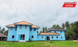 'บ้านหลวงพรหมภักดี' บ้านอายุ 86 ปี ของผู้ตั้งรกรากบนเกาะหมากเป็นคนแรก ตอนนี้เป็นบ้านสีฟ้าริมทะเล
