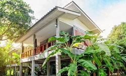 แบบบ้านในสวน 2 ชั้น ยกใต้ถุนสูงแบบปูนเปลือยขัดมัน ทั้งภายนอกและภายใน เหมาะเป็นบ้านพักตากอากาศ