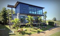 บ้านโมเดิร์นลอฟท์ผนังปูนเปลือย อยู่ท่ามกลางวิวธรรมชาติที่สวยงาม
