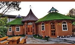 """""""บ้านดินในสวน"""" ดีไซน์สุดน่ารักราวกับบ้านในนิยาย ใช้ชีวิตท่ามกลางบรรยากาศที่อบอุ่นอย่างเป็นธรรมชาติ"""