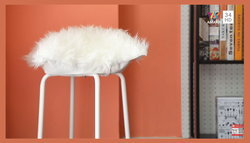 """DIY เก้าอี้ไฮโซ! แปลงโฉม """"เก้าอี้ธรรมดา"""" เป็น """"เก้าอี้เบาะขนสัตว์"""""""