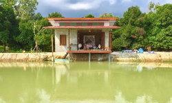 บ้านโมเดิร์นลอฟท์ริมน้ำหลังน้อย สวยดิบด้วยผนังปูนเปลือย ในบรรยากาศแสนผ่อนคลาย