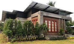 บ้านโมเดิร์นลอฟท์ชั้นเดียวสุดกะทัดรัด โดดเด่นด้วยปูนเปลือยทั้งภายในและภายนอก