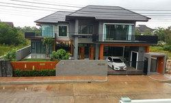 บ้านสองชั้นสไตล์คอนเทมโพรารี 3 ห้องนอน 4 ห้องน้ำ ดีไซน์โดดเด่นสวยงามก่อสร้างบนที่ดิน 100 ตารางวา