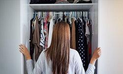 7 เคล็ดลับจัดตู้เสื้อผ้าไซส์ S ให้เก็บของได้มากเกินจริง