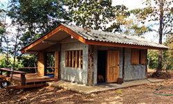 """เปิดบ้าน """"บ้านชานชมดอย"""" บ้านปูนเปลือยหลังน้อย ที่ซ่อนเร้นลึกในอ้อมกอดแห่งธรรมชาติ"""