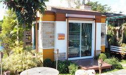 แบบบ้านสำเร็จรูปสไตล์โมเดิร์น กึ่งรีสอร์ทเหมาะกับพักในสวน