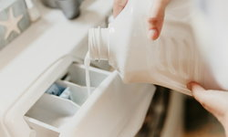 """ประโยชน์ """"น้ำยาปรับผ้านุ่ม"""" เรื่องงานบ้าน ที่มีมากกว่าทำให้ผ้าหอม"""