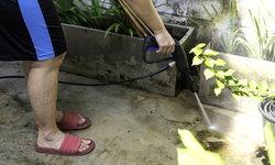 วิธีกำจัดตะไคร่น้ำบนพื้น ป้องกันความลื่น ลดเสี่ยงอุบัติเหตุ