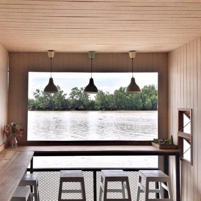 แบบร้านกาแฟริมแม่น้ำ รีโนเวทจากบ้านไม้เก่า