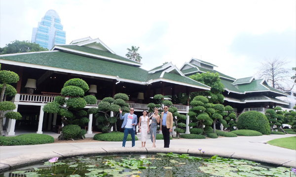 """""""เล็ก ณพาภรณ์""""  ทายาทโรงแรมปาร์คนายเลิศ เปิดบ้านเรือนไทยอายุกว่า 100 ปี"""
