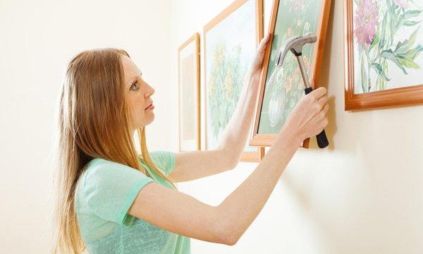ไม่ใช่เรื่องเล็กนะ 5 วิธีแขวนรูปภาพในบ้านอย่างไรให้ดูดี