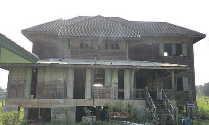 """เปิด """"บ้านเขียวขุนพิทักษ์"""" บ้านทรงปั้นหยาริมน้ำอายุกว่า 100 ปี โลเคชั่นละคร """"เงินปากผี"""""""