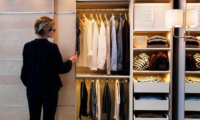 เทคนิคจัดพื้นที่ในตู้เสื้อผ้า ด้วยการจัดเก็บง่ายๆ แบบลงตัวทุกขนาดพื้นที่