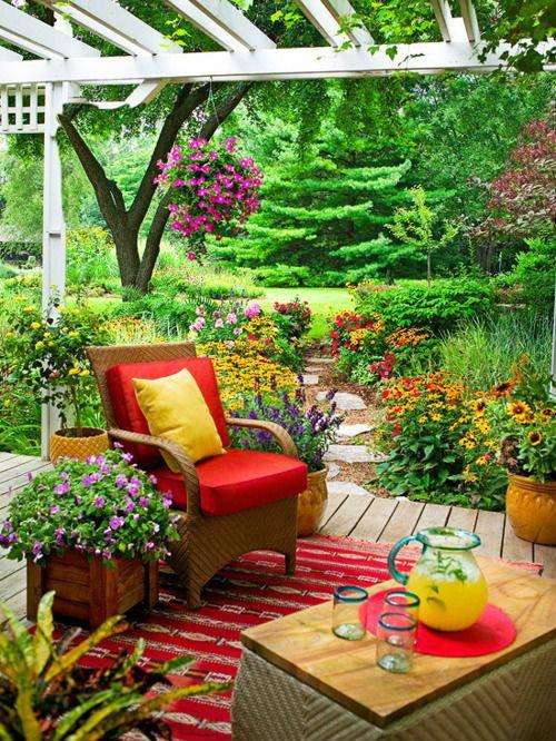 แต่งสวนหน้าบ้าน เพิ่มความน่าอยู่บนพื้นที่ว่างให้สวยงามร่มรื่น