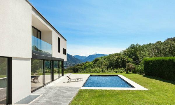 คำแนะนำดีๆ ก่อนตัดสินใจสร้างสระว่ายน้ำภายในบ้าน