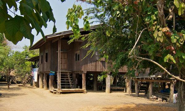 22 บ้านไม้เก่ายกพื้นแบบไทยๆ ตามวิถีชีวิตดั้งเดิมคนโบราณ