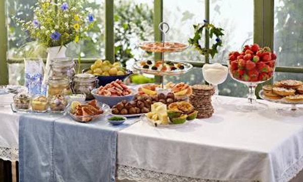 """ฉลองเทศกาลความสุขกลางฤดูร้อนสไตล์สวีเดน ใน """"บุฟเฟ่ต์มื้อค่ำมิดซัมเมอร์"""" ที่อิเกีย"""