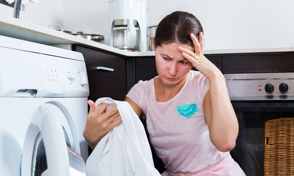 7 วิธีเทพ กำจัดคราบราบนผ้าอย่างไรให้หายวับ