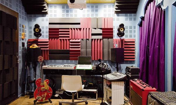 MUSIC LOVER'S CORNERS มุมสบายสไตล์คนรักเสียงดนตรี