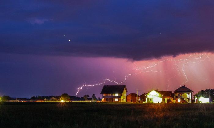 เทคนิคใช้ไฟฟ้าอย่างไรให้ปลอดภัยในหน้าฝน