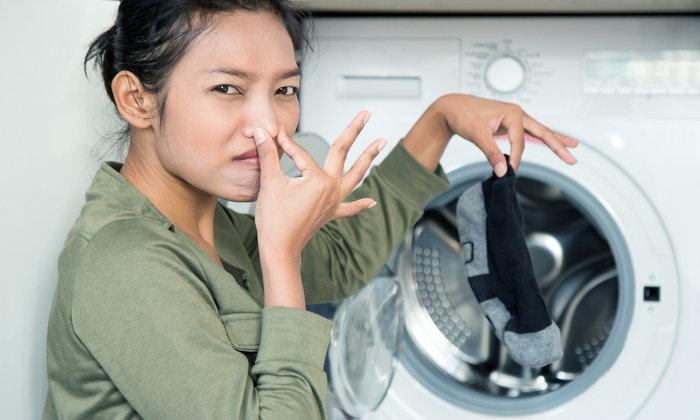 5 วิธีจัดการกลิ่นในเครื่องซักผ้า ป้องกันปัญหาเสื้อผ้าเหม็น
