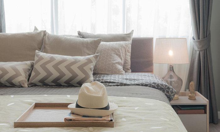 4 เหตุผลที่หลักฮวงจุ้ยบอกว่าไม่ควรหันหัวเตียงติดหน้าต่าง